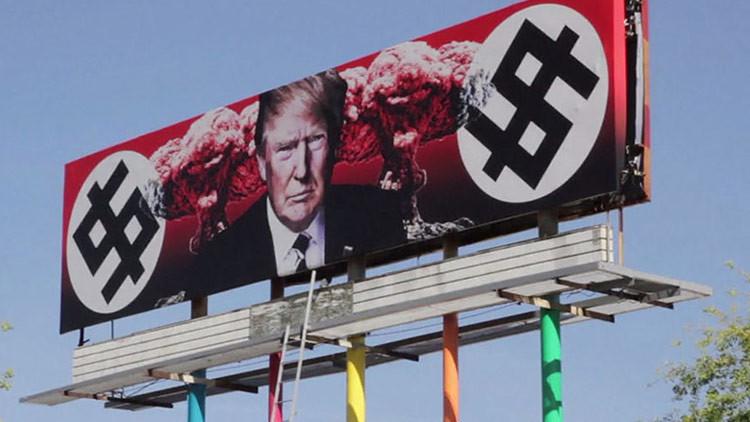 Aparece en EE.UU. una valla publicitaria que denuncia la 'dictadura nazi' de Trump (VIDEO)