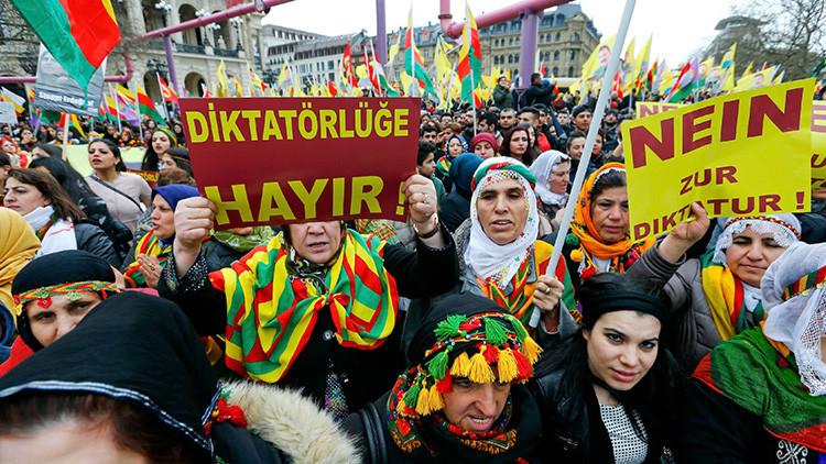 Ankara convoca al embajador alemán por las manifestaciones kurdas en Fráncfort del Meno