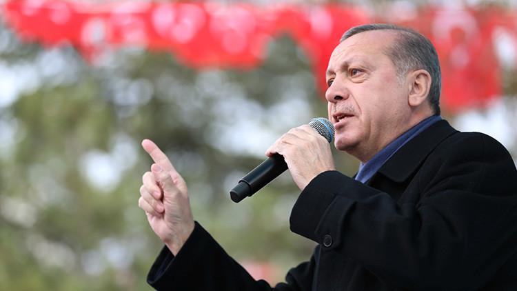"""Erdogan: Los europeos """"revivirían las cámaras de gas si no se avergonzaran"""""""