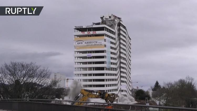 Alemania: 250 kilos de dinamita reducen a escombros el famoso Bonn-Center (IMPRESIONANTE VIDEO)