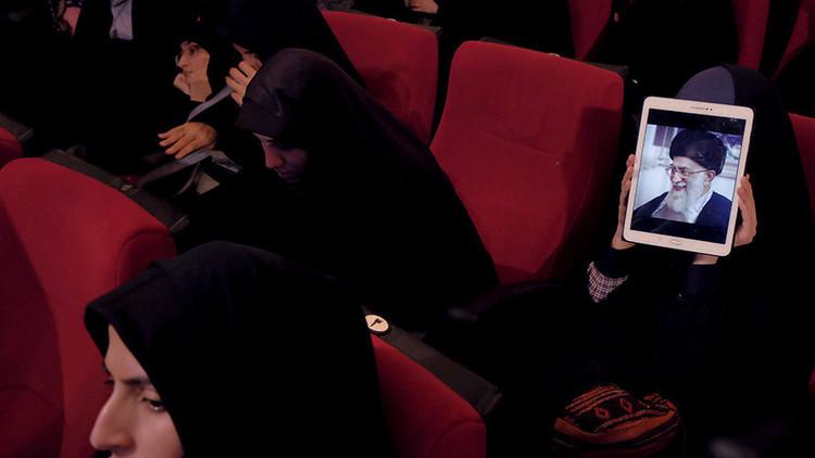"""El líder supremo de Irán tilda la utilización de las mujeres en Occidente de """"un complot sionista"""""""