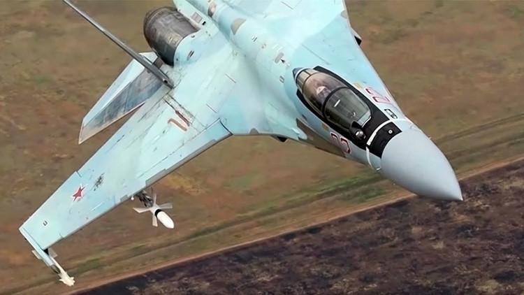 VIDEO: Los cazas Su-35 rusos realizan pruebas de combate con misiles guiados