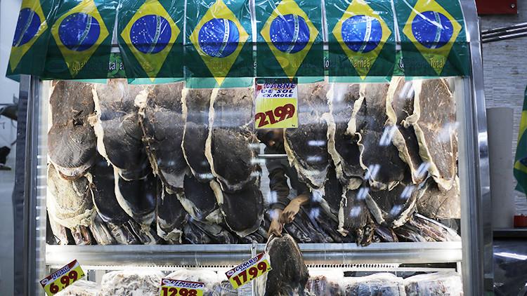 China suspende la importación de carne de Brasil
