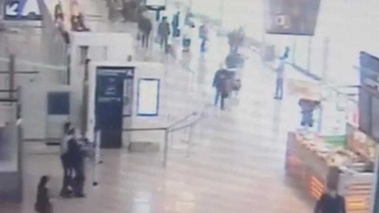VIDEO: El momento exacto del ataque de un islamista contra una soldado en el aeropuerto de Orly
