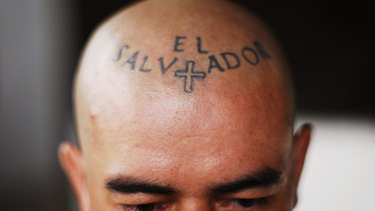 Por este motivo muchos latinos se están borrando los tatuajes en EE.UU.