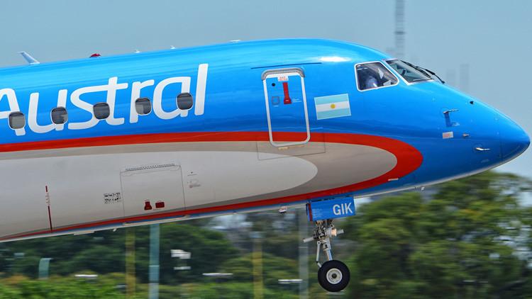 VIDEO: Avión tiene que volar en círculos sobre un aeropuerto porque la torre de control no contesta