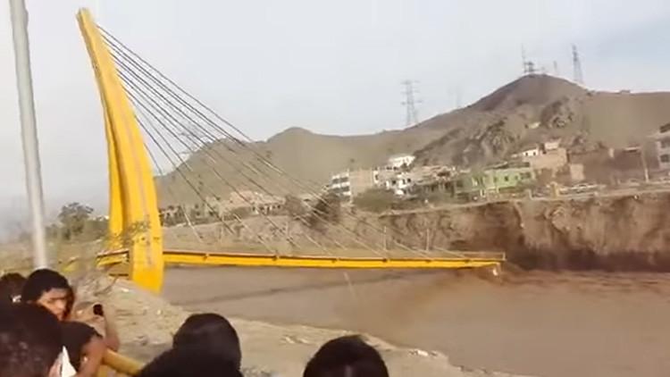 La inusual explicación del derrumbe de un puente en Lima dada por la compañía peruana Emape
