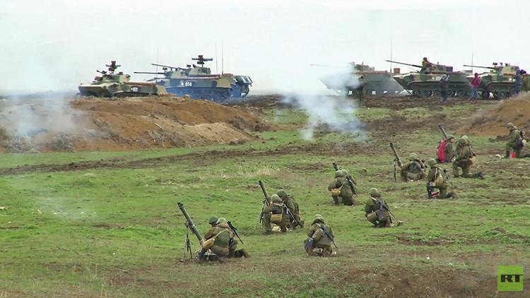 VIDEO: Rusia efectúa en Crimea ejercicios militares a gran escala con 2.500 paracaidistas
