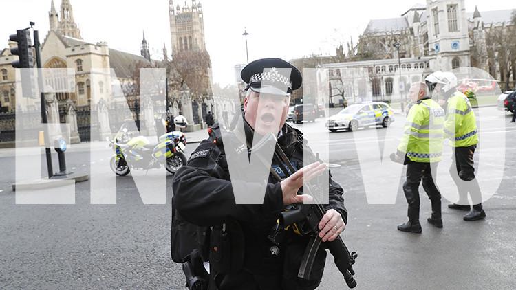 Abren fuego cerca del Parlamento británico y dejan múltiples heridos (EN VIVO)