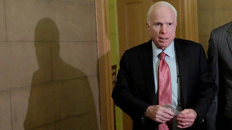 """John McCain tacha a Kim Jong-un de """"niño loco y gordo"""""""