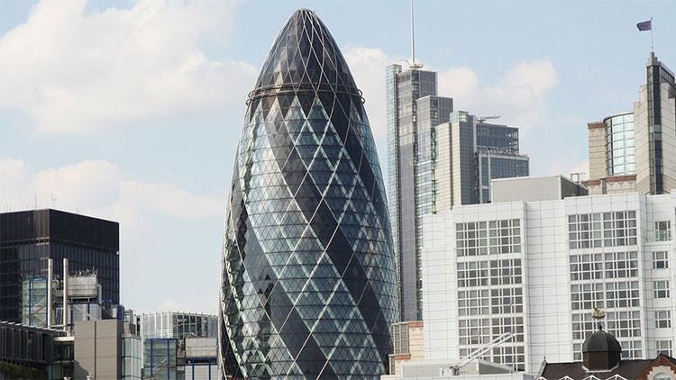 FOTOS: Evacúan un icónico rascacielos en Londres tras reportarse la presencia de humo