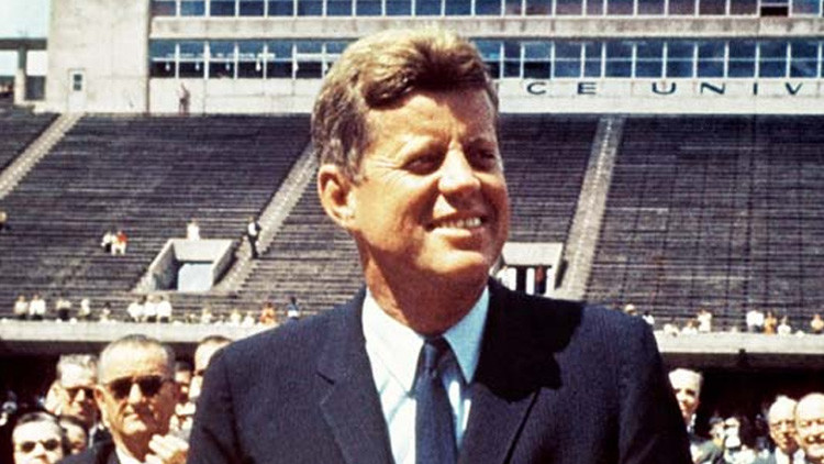 Subastan documentos que exponen la fascinación de Kennedy por Hitler