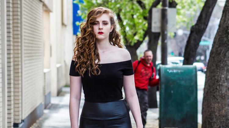 Acosan sexualmente a una modelo en plena sesión fotográfica y se vuelve viral en la Red