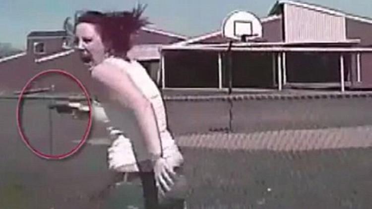 FUERTE VIDEO: Un policía de EE.UU. persigue y arrolla mortalmente a una mujer armada (18+)