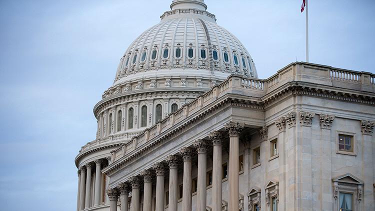Primer revés legislativo: Trump retira su ley de sanidad contraria al 'Obamacare'