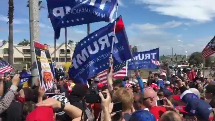 VIDEOS: Una manifestación en apoyo a Trump en una playa californiana termina en golpiza
