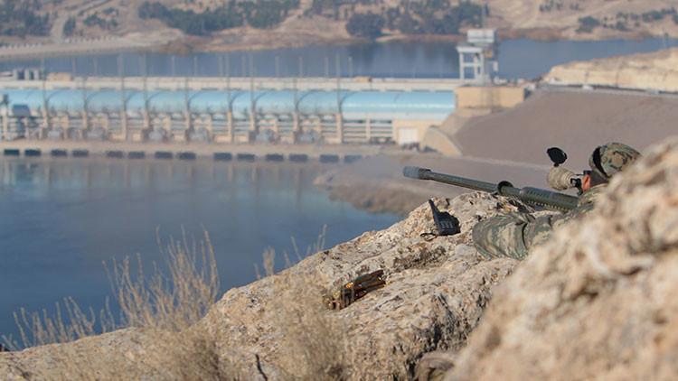 Fuertes combates en Raqa provocan un colapso parcial de la presa más grande de Siria