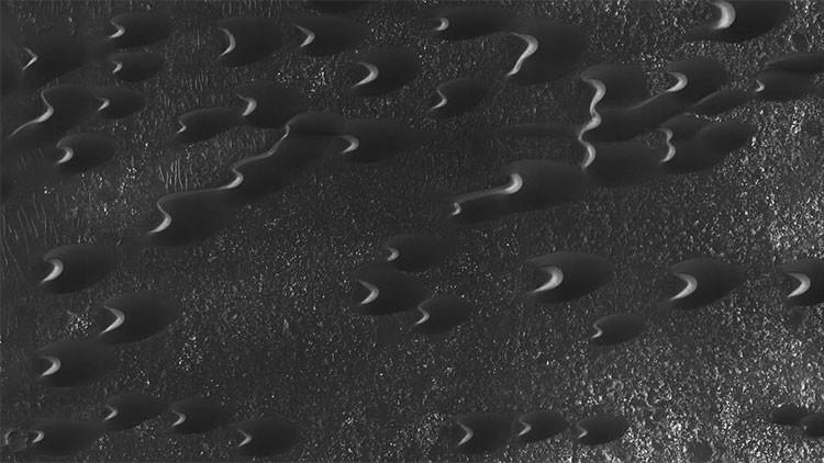 Una nueva imagen de la NASA revela increíbles barjanes en la superficie de Marte