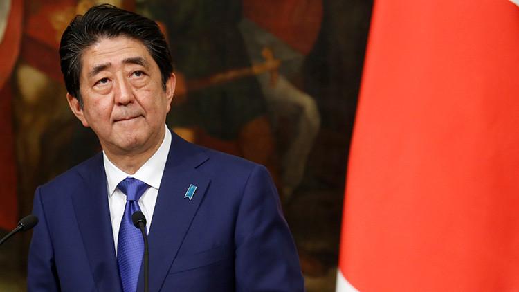 Un escándalo 'escolar' amenaza al primer ministro de Japón