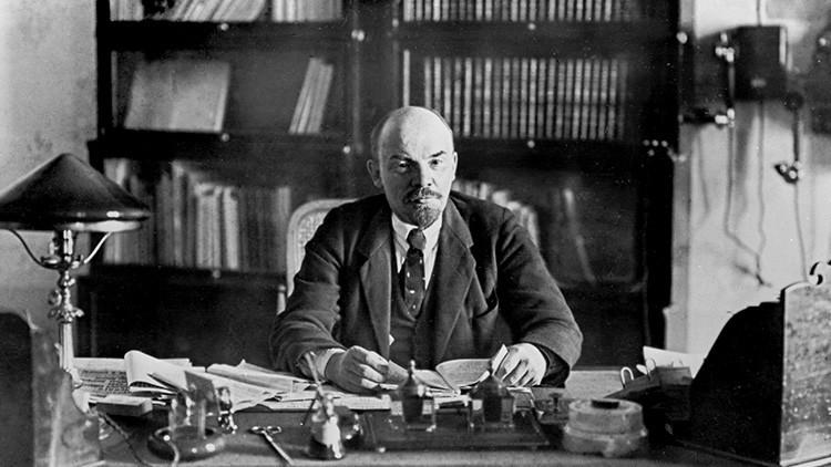 """""""Lenin estaría sorprendido de encontrarse convertido en momia"""" dice su biógrafo"""