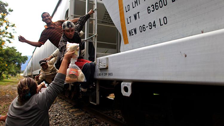 'Las Patronas', el grupo de mujeres que 'alimenta los sueños' de los migrantes que atraviesan México
