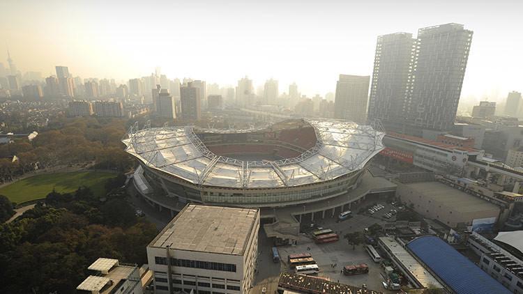 China: se registra un incendio en un estadio de Shanghái (VIDEO)