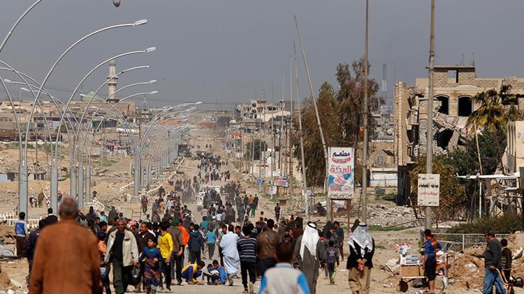 """""""Nuestras casas cayeron sobre nosotros"""": La pesadilla de las personas que escaparon de Mosul"""