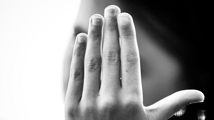 ¿Un peligro para la salud? Toda la verdad sobre las manchas blancas en las uñas