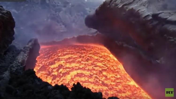 Video: Los espectaculares ríos de lava del Etna, vistos desde un dron