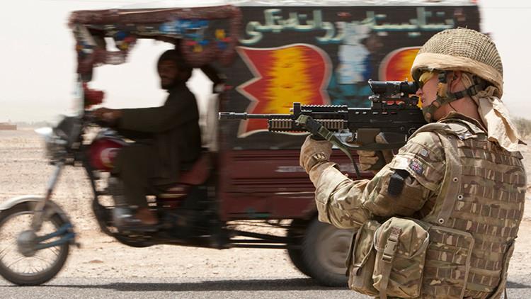 """""""Aquí no estamos a salvo"""": Intérpretes afganos abandonados por el Ejército de EE.UU. imploran ayuda"""