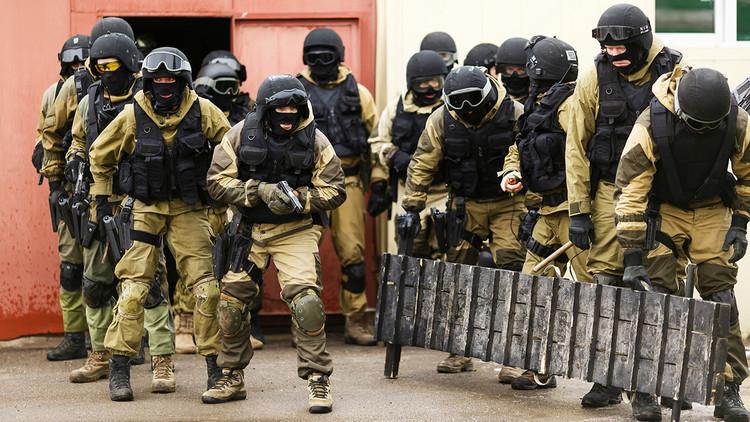 Por agua, tierra y aire: ¿De qué son capaces los combatientes de la Guardia Nacional rusa?