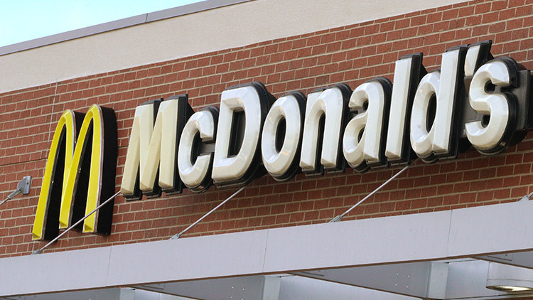 """McDonald's anuncia el uso de carne fresca a pesar del """"riesgo potencial"""" de contaminación"""