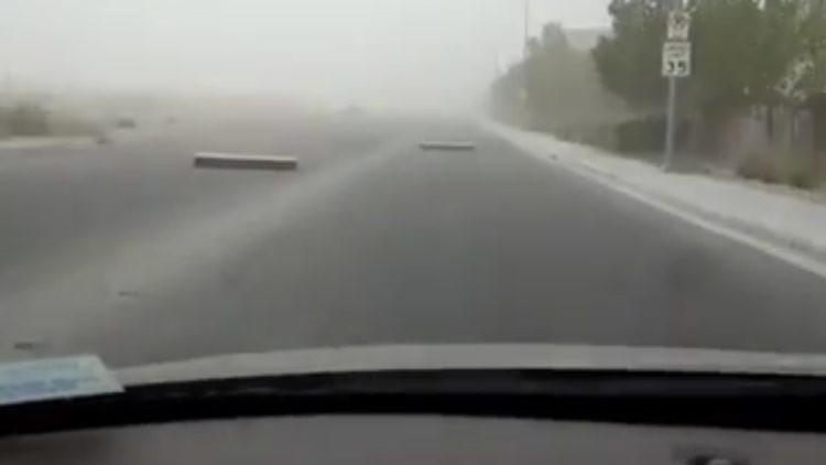 Árboles arrancados y vuelos cancelados: Una fuerte tormenta azota Las Vegas (VIDEOS)