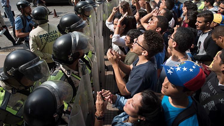 Medios: Dirigentes opositores salen de Venezuela mientras llaman a una marcha