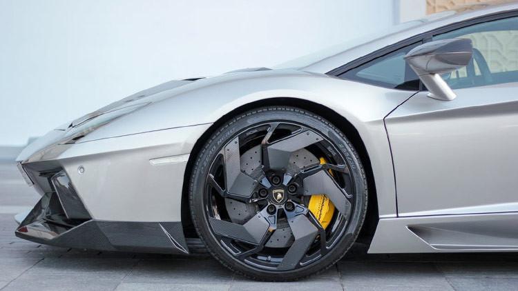 FOTO: Una superestrella deja mal estacionado su Lamborghini de 230.000 dólares y esto es lo que pasa