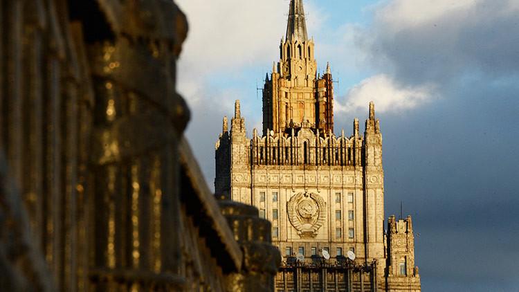 """""""Baile ritual de la OTAN"""": la dura respuesta de la Cancillería rusa a las afirmaciones de EE.UU."""