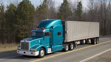Un camión que transporta armas nucleares circula en una carretera de EE.UU.