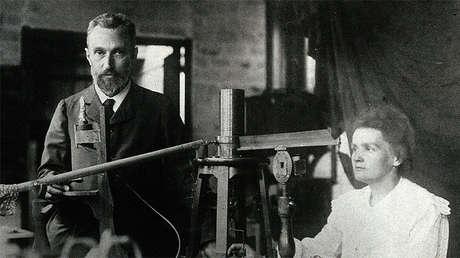 Pierre no aceptó recibir el Premio Nobel si no se reconocía también el trabajo de Marie. Imagen tomada durante su trabajo juntos en el laboratorio