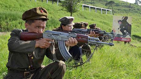 Militares norcoreanos durante un entrenamiento, el 12 de agosto de 2012