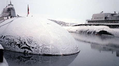 Un submarino nuclear ruso. Foto de archivo