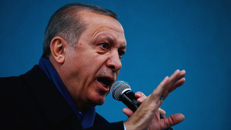 """Erdogan se autodenomina """"guardián de la paz"""" e insta a los kurdos a votar sí en el referéndum"""