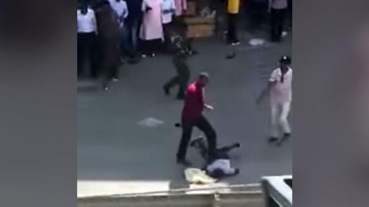 Un policía vestido de civil ejecuta a dos personas en plena calle en Kenia (VIDEO FUERTE 18+)