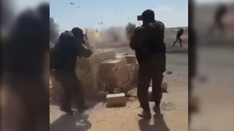 FUERTES IMÁGENES: Terroristas del Estado Islámico saltan en pedazos en un puesto de control sirio