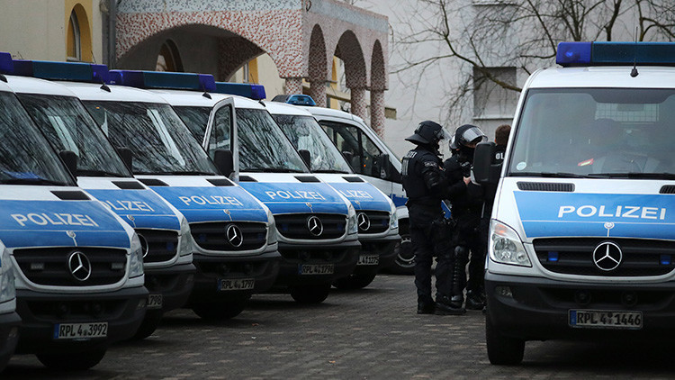 Alemania: Joven de 18 años acusado de violar a dos ancianos discapacitados y matar a la mujer de uno