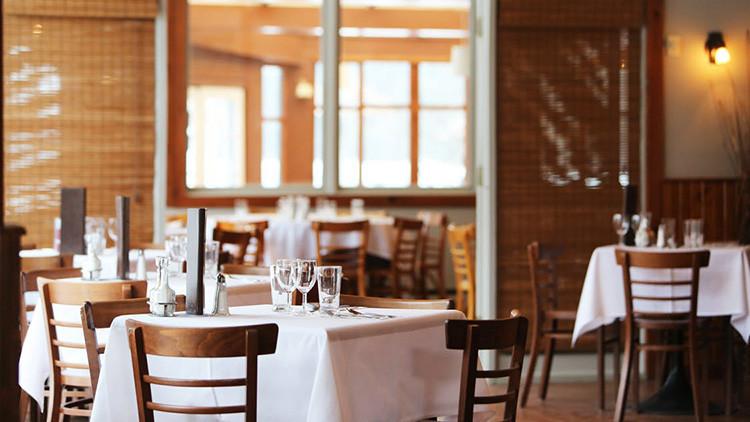 ¿Los rusos no son bienvenidos? Restaurante español explica por qué canceló la reserva a 100 mujeres