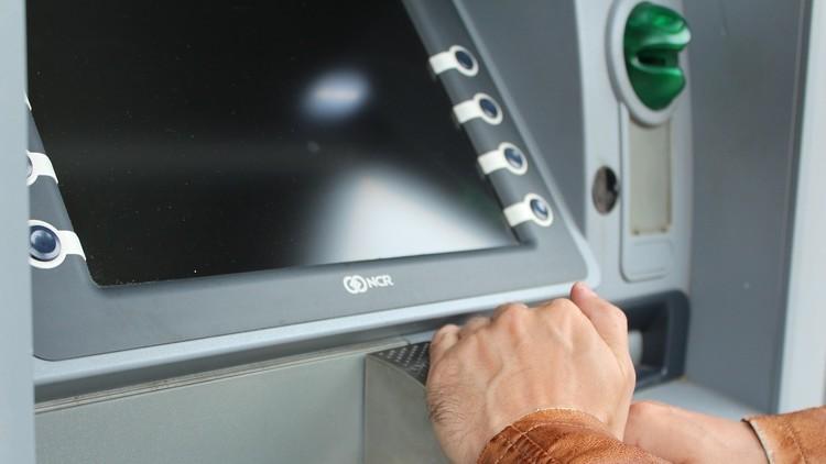 Revelan dos ingeniosos métodos utilizados por delincuentes para vaciar cajeros automáticos
