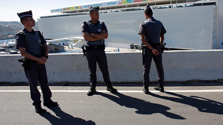 Brasil: Un joven sobrevive a un robo en el que estuvo a punto de ser decapitado (FUERTES IMÁGENES)