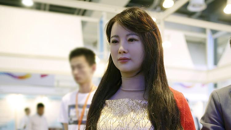 Un ingeniero chino crea una mujer-robot y 'se casa' con ella al no encontrar esposa humana (fotos)