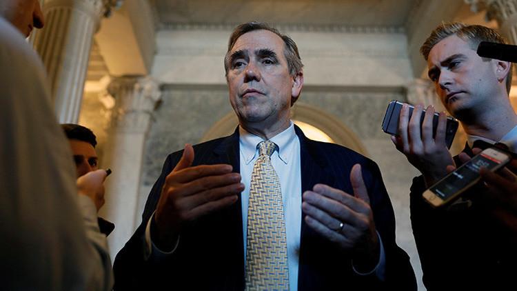 VIDEO: Un senador demócrata pronuncia un discurso de 15 horas contra un juez nominado por Trump