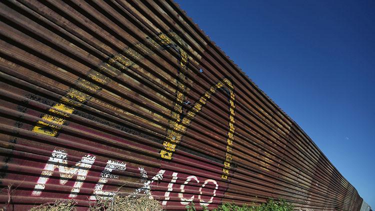 """""""Es improbable que construyamos un muro con México de un radiante mar a otro"""""""